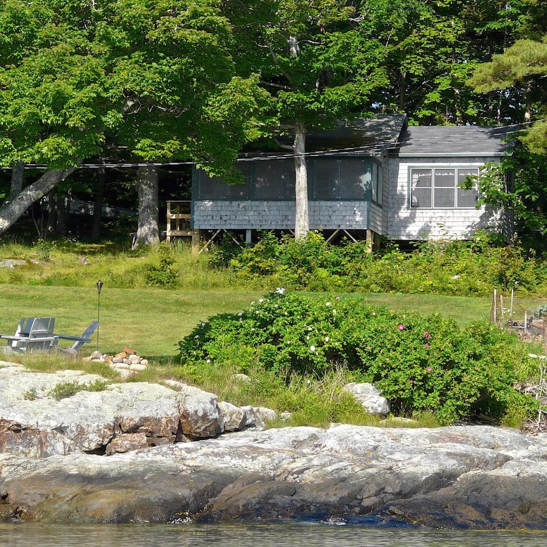 Pine Lodge: Exterior
