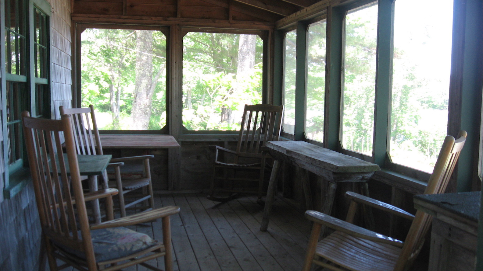 Pine Lodge: Porch